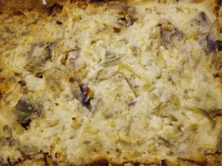 crostini di pane carasau con crema di ricotta e carciofi