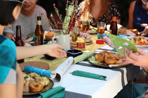 a cena con gli amici