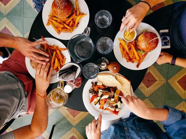 mangiare in fast food durante la dieta