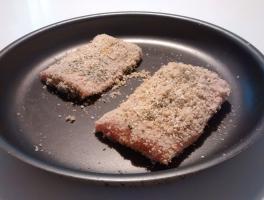 disporre i filetti impanati in un tegame da forno