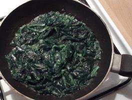 saltare gli spinaci in padella