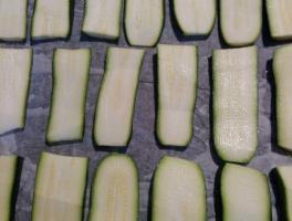 tagliare le zucchine a fette spesse circa 1 cm